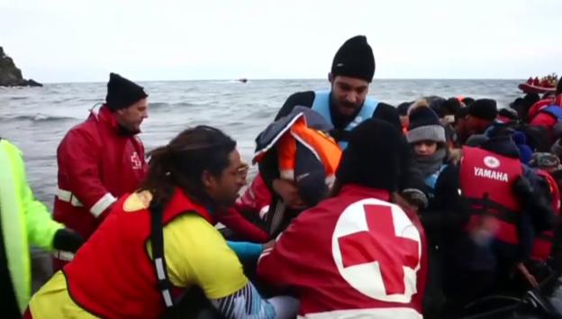 Video «Ankunft von Flüchtlingen auf Lesbos am 22.01.2016 (unkommentiert)» abspielen