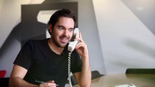 Video «Mit diesem Nachnamen ist Telefonieren ein Horror» abspielen