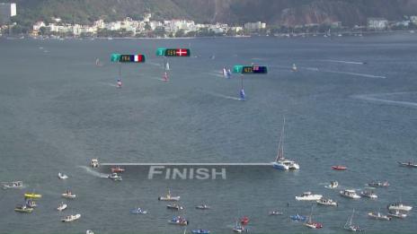 Video «Burling und Tuke gewinnen auch die Medal-Race-Regatta» abspielen