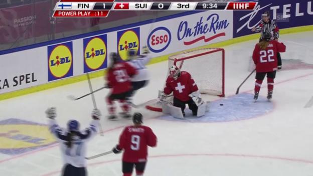 Video «Eishockey: WM-Viertelfinal Schweiz - Finnland, 2:0 durch Välimäki» abspielen