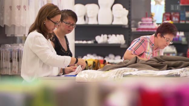 Video «Verkäuferinnen in Not: Chef kürzt Arbeitspensum ohne Vorwarnung» abspielen
