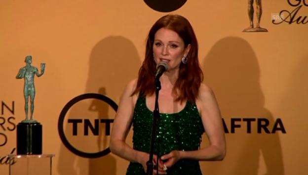 Video «Julianne Moore nach der Preisübergabe» abspielen