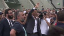 Link öffnet eine Lightbox. Video Ronaldo tritt bei Juventus zum Medizincheck an abspielen