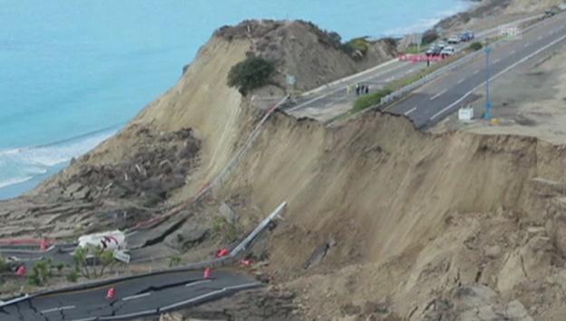 Video «Mexikanische Strasse sackt 30 Meter ab» abspielen