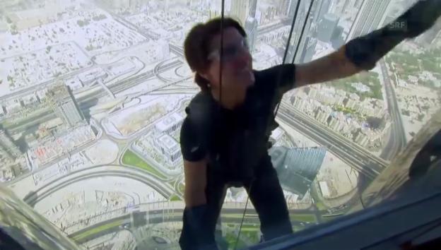 Video «Tom Cruise und Ben McKenzie: Gefährliche Stunts bis zum Limit» abspielen