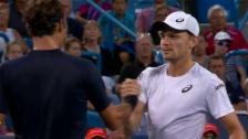 Link öffnet eine Lightbox. Video Federer siegt gegen angeschlagenen Goffin abspielen