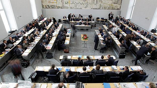 Abstimmung zum ausserordentlichen Behördenreferendum (Stefanie Hablützel, 13.02.2013)