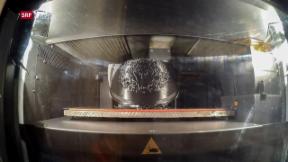Video «Vatikan-Helme aus dem Drucker» abspielen