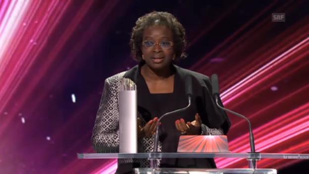 Video «Bineta Diop erhält den «SwissAward» in der Kategorie «Gesellschaft»» abspielen