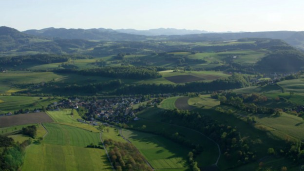 Video ««SRF bi de Lüt – Wunderland»: Heliflug Aargauer Jura (AG)» abspielen