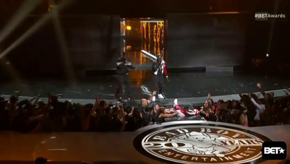 Diddys Sturz ins Bühnenloch