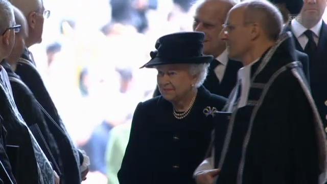Königin Elisabeth erweist Margaret Thatcher die letzte Ehre