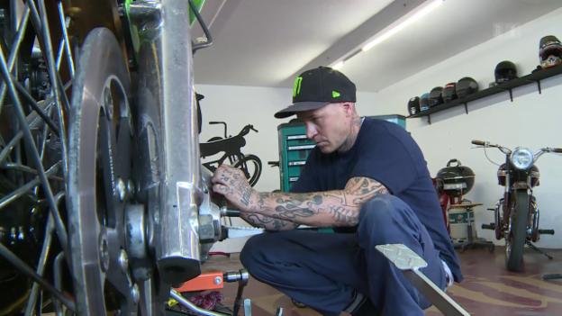 Video «Begehrte Motorräder einer Berner Werkstatt» abspielen