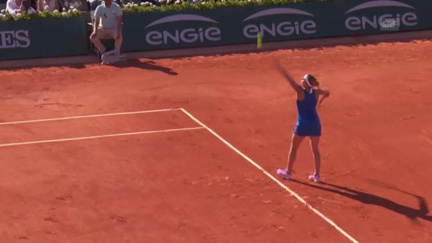 Video «Tennis: French Open, Halbfinal, Williams - Bacsinszky, Spektakulärer Punkt» abspielen
