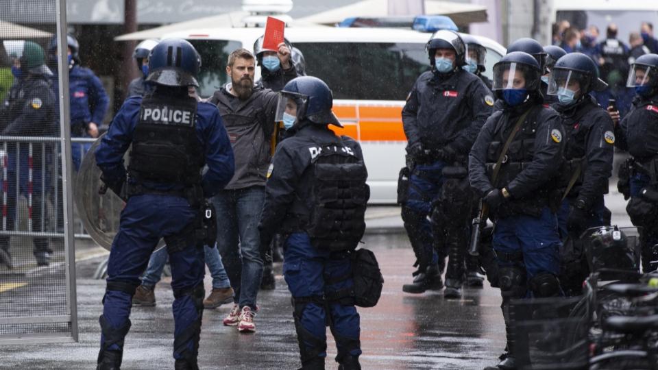 Die Polizei schickt einen Grossteil der Einsatzkräfte in die Stadt Bern