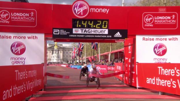 Video «Marcel Hug triumphiert beim London-Marathon» abspielen