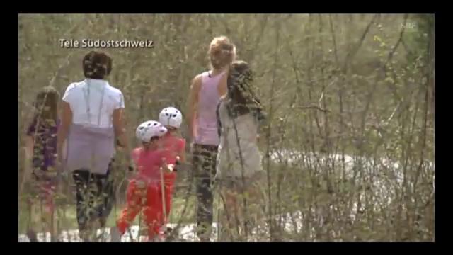 Charlene Riva und Myla Rose unterwegs mit der Grossmutter und den Nannys