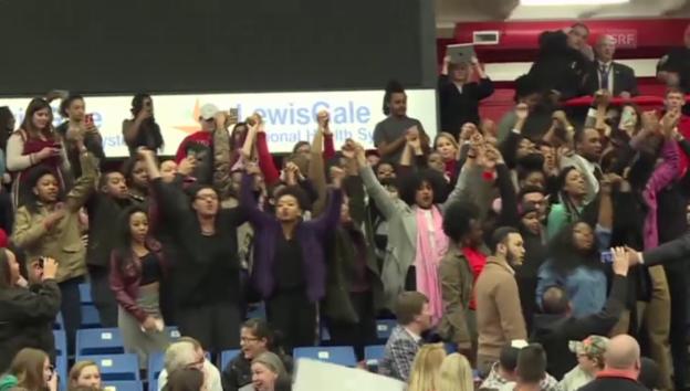 Video ««No more hate» - Proteste an Trump-Veranstaltung» abspielen