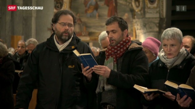 Video «Pfarrei-Initiative überreicht Bischof Huonder Protest-Briefe» abspielen
