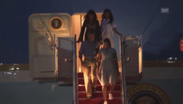 Video «Die Obamas kommen im Privatjet aus den Ferien zurück» abspielen