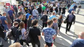 Video «Polizei hält rechte und linke Demonstranten auseinander» abspielen