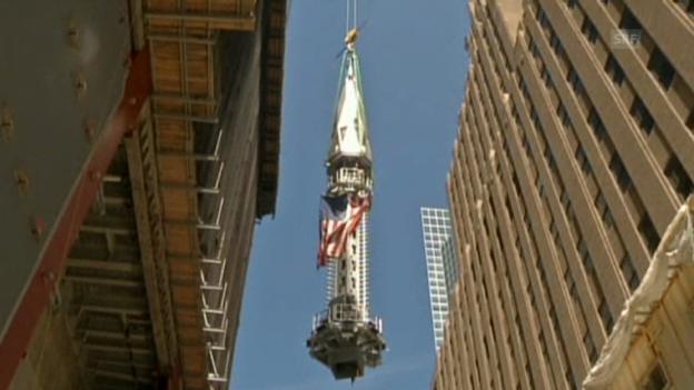 Video ««One WTC» erhält seine Spitze» abspielen