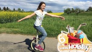 Video «Tabitha balanciert geschickt auf ihrem Einrad» abspielen