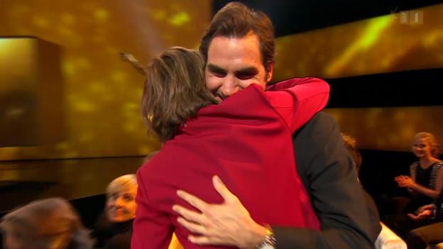 Video «Gianna Nannini umarmt Roger Federer» abspielen