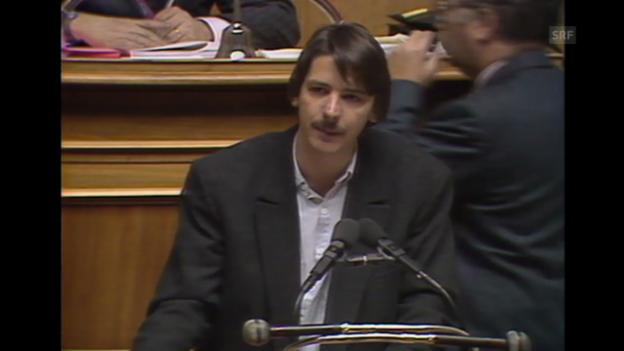 Video «7. Dezember 1989: Nationalrat Paul Rechsteiner zum Fichen-Skandal» abspielen