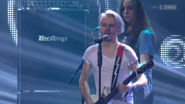Video ««Swiss Music Awards» - Bonaparte covern Udo Jürgens' «Aber bitte mit Sahne»» abspielen