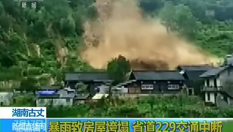 Erdrutsch in China zerstört ein Dorf (unkommentiert)