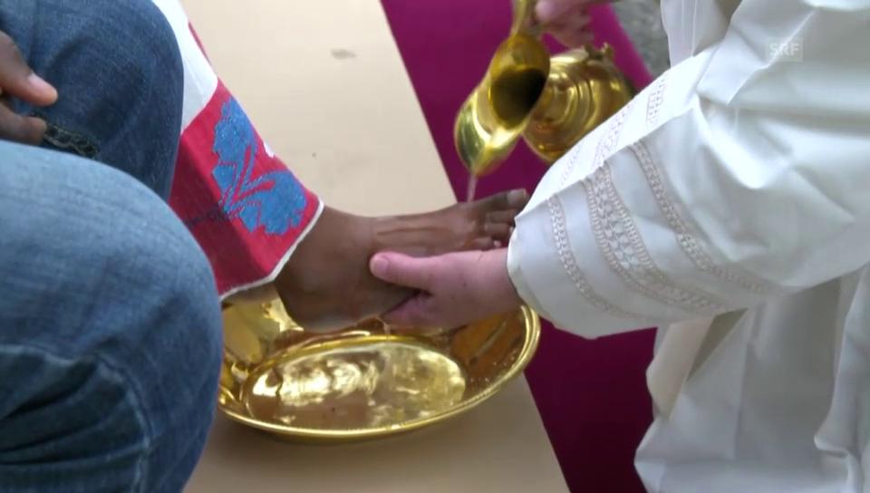 Geste der Demut: Papst wäscht Flüchtlingen die Füsse
