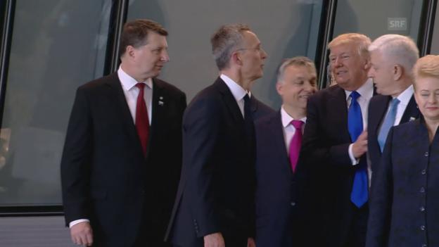 Video «US-Präsident räumt die erste Reihe für sich frei» abspielen