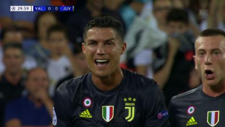 Link öffnet eine Lightbox. Video Ronaldo sieht Rot für angebliche Tätlichkeit abspielen