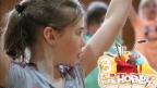 Video «Janine zeigt dir Aerobic – eine Mischung aus Tanz und Akrobatik» abspielen