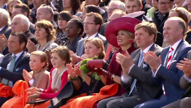Video «Die offizielle Geburisause für Willem-Alexander (unkomm. Video)» abspielen