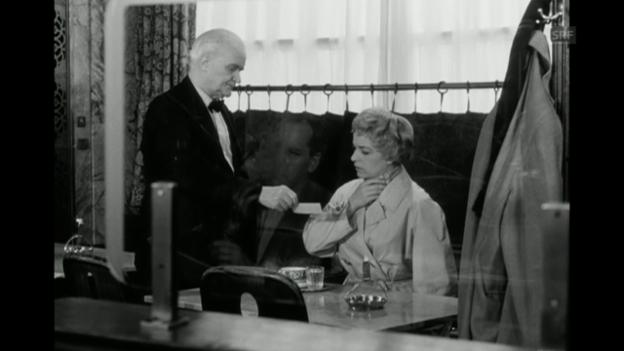 Video «Filmausschnitt «Café Odeon» (Missverständnis)» abspielen