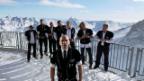 Video «Der Männerchor «Heimweh» singt das Lied «Drhäime»» abspielen