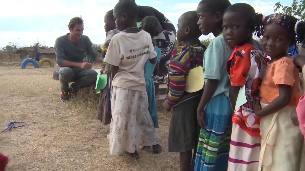 Tennis: Roger Federer zu Besuch in seiner Foundation in Malawi