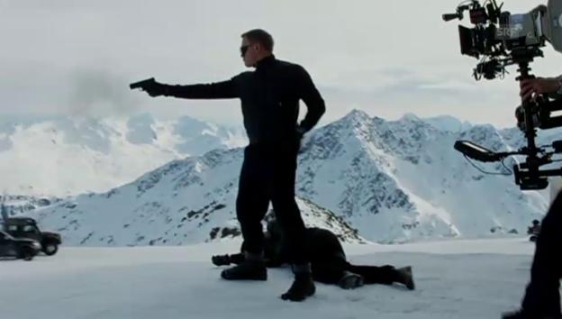 Video «Erster Blick hinter die Bond-Kulissen (unkommentiert)» abspielen