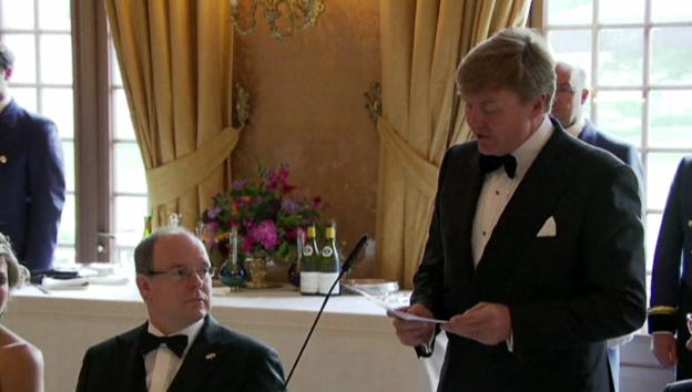 Video «König Willem-Alexander entschuldigt Charlènes Abwesenheit» abspielen