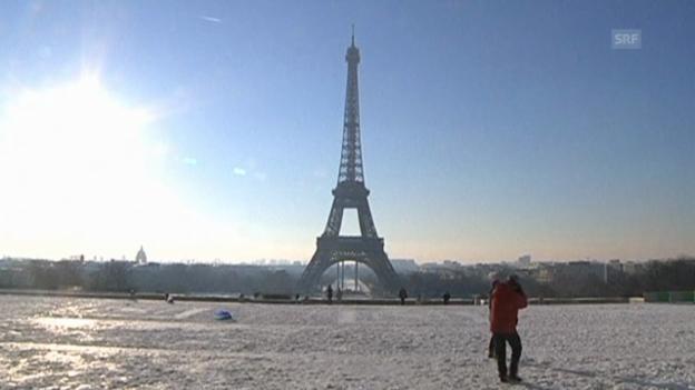 Video «Schnee legt Paris lahm» abspielen