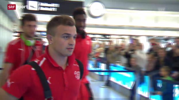 Video «Überglückliche Quali-Helden in Zürich gelandet» abspielen