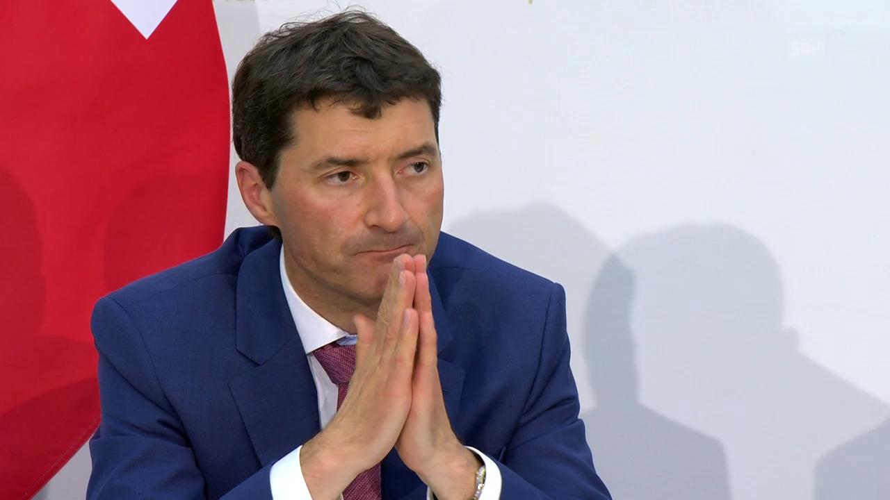 Staatssekretär Jörg Gasser erklärt den Mechanismus