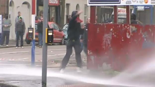 Video «Unruhen in Belfast» abspielen
