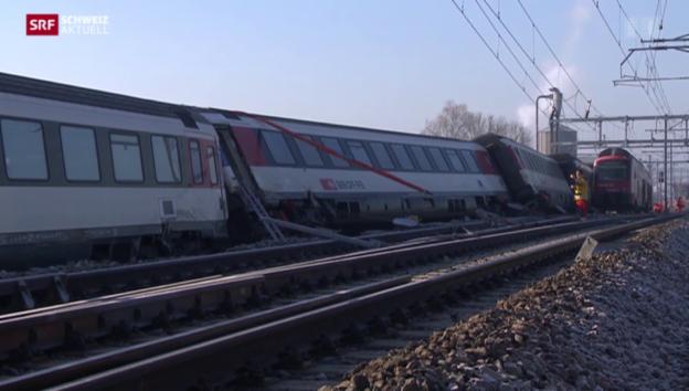 Video «Zugkollision fordert sechs Verletzte» abspielen