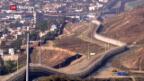 Video «Wer bezahlt die Mauer, die Flüsse, Berge und Wüsten durchtrennen soll?» abspielen