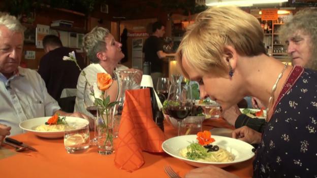 Video ««Mini Beiz, dini Beiz»: Besoffene Spaghetti im Wallis» abspielen