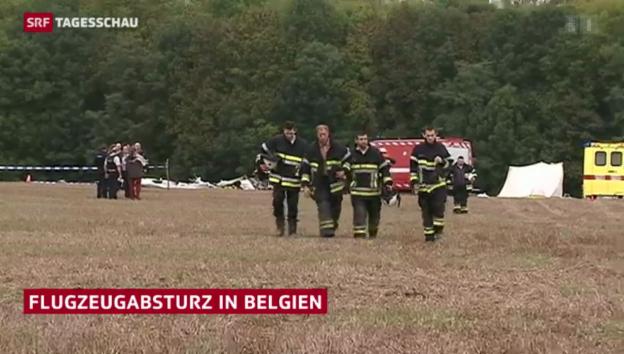 Video «Kleinflugzeug zerschellt über belgischem Dorf» abspielen
