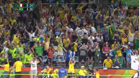 Video «Brasilien triumphiert auch im Volleyball» abspielen